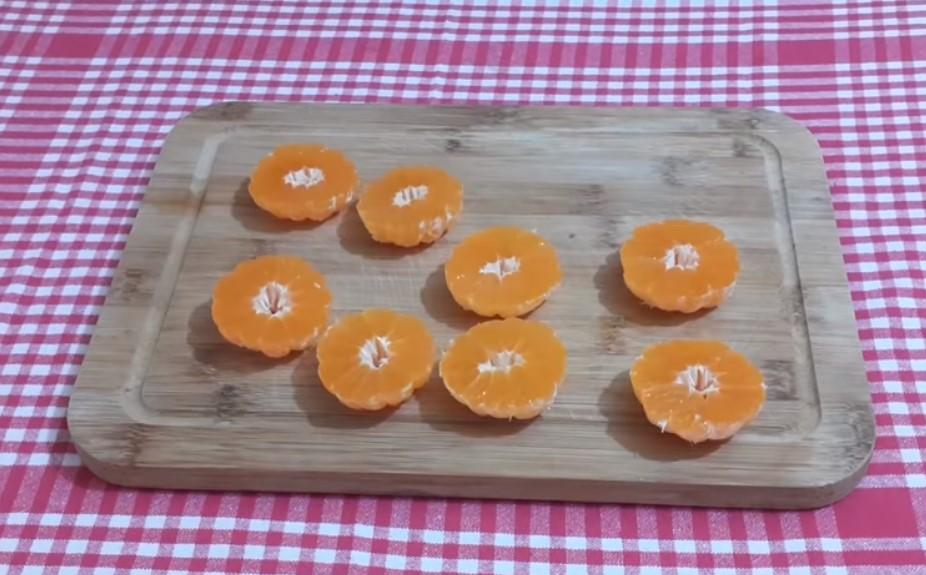 половинки мандарини