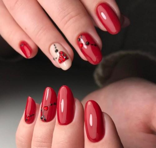 червен валентински маникюр