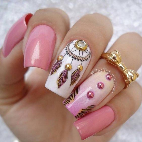розов маникюр с перли и рисунки