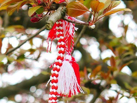 мартеничка на дърво