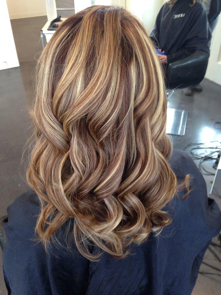 кичури на кестенява коса