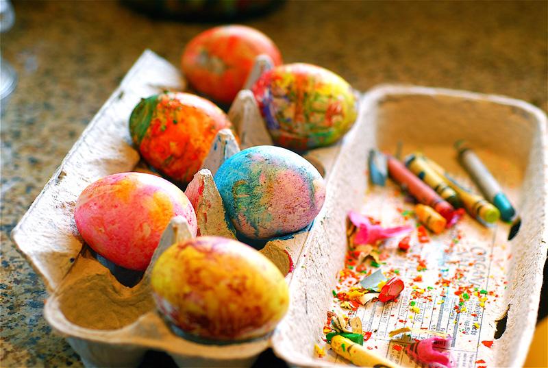 яйца с пастелени бои