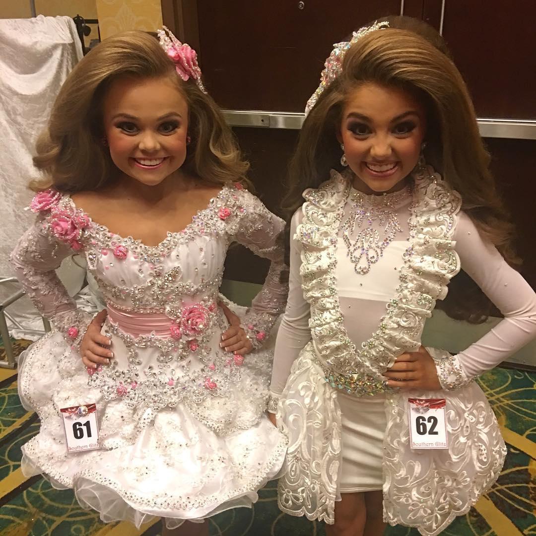 момичета-кукли