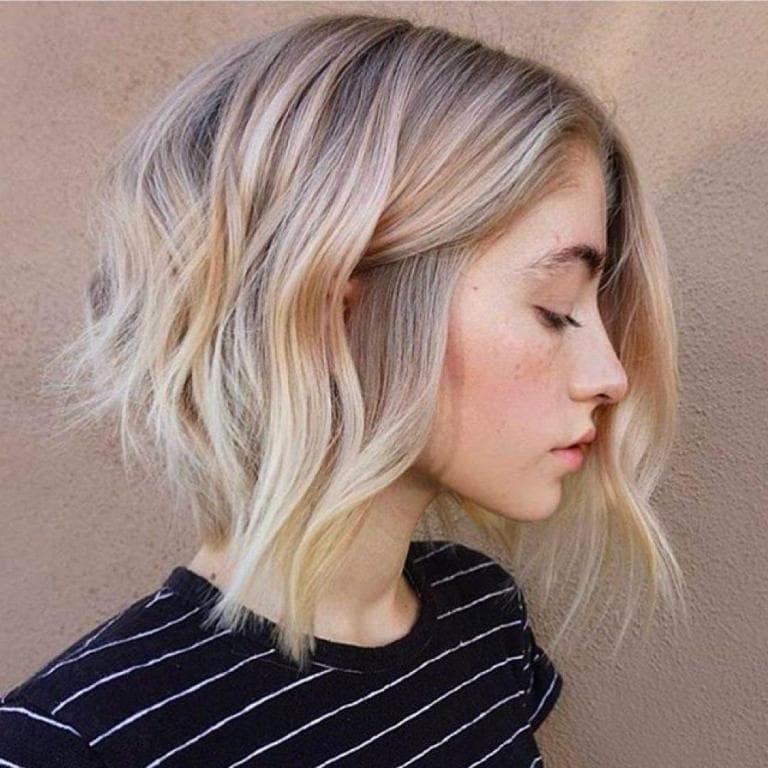 асиметричен боб руса коса