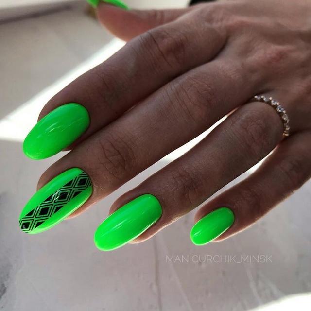 неоново зелен телефон