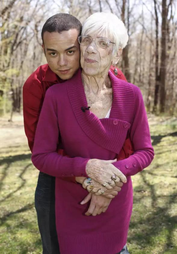 мъж с баба си