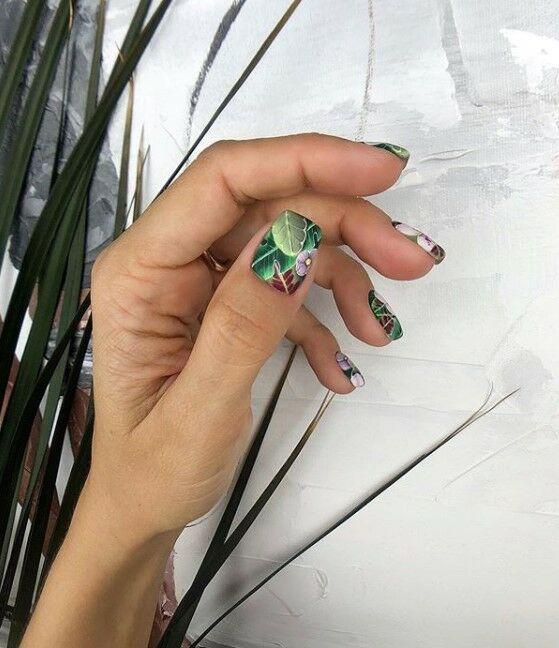 маникюр с листа на къси нокти