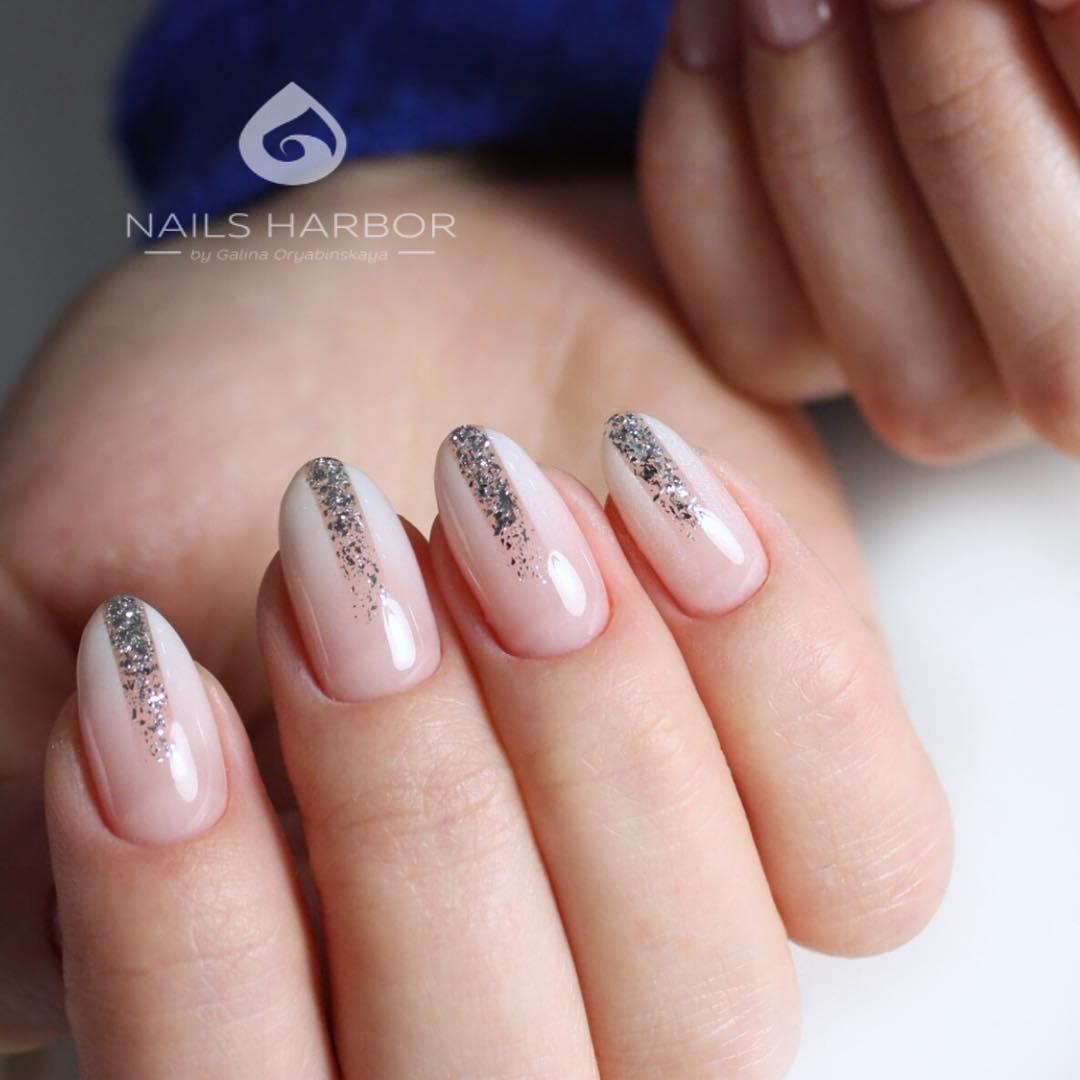 Акцент омбре не е целият пръст, а само няколко геометрични фигури на няколко нокти.