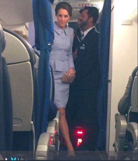 Кейт Мидълтън в самолет
