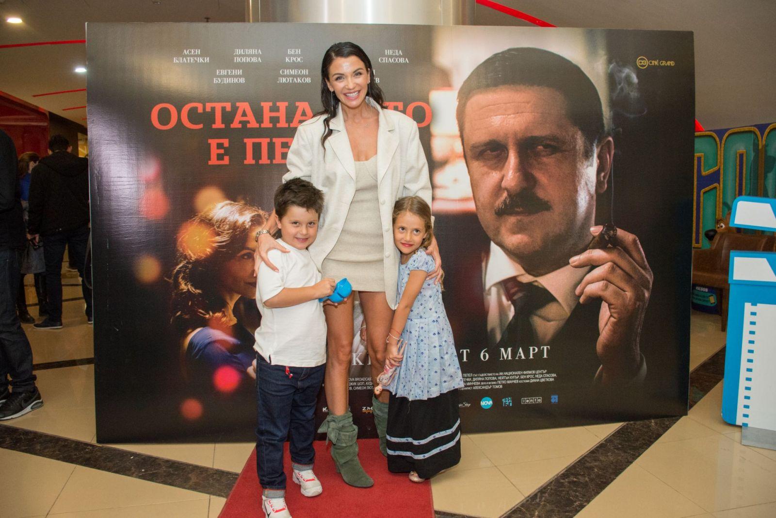 Диляна Попова премиера