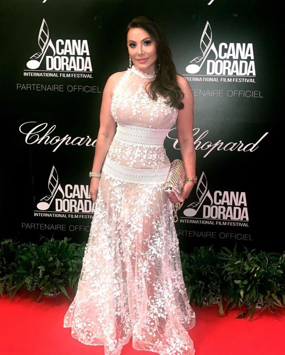 Дарина Павлова бяла рокля
