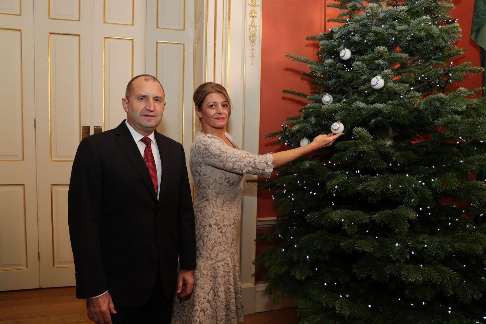 Деси Радева елха