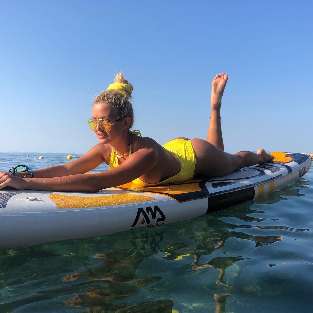 Яна Димитрова на плажа
