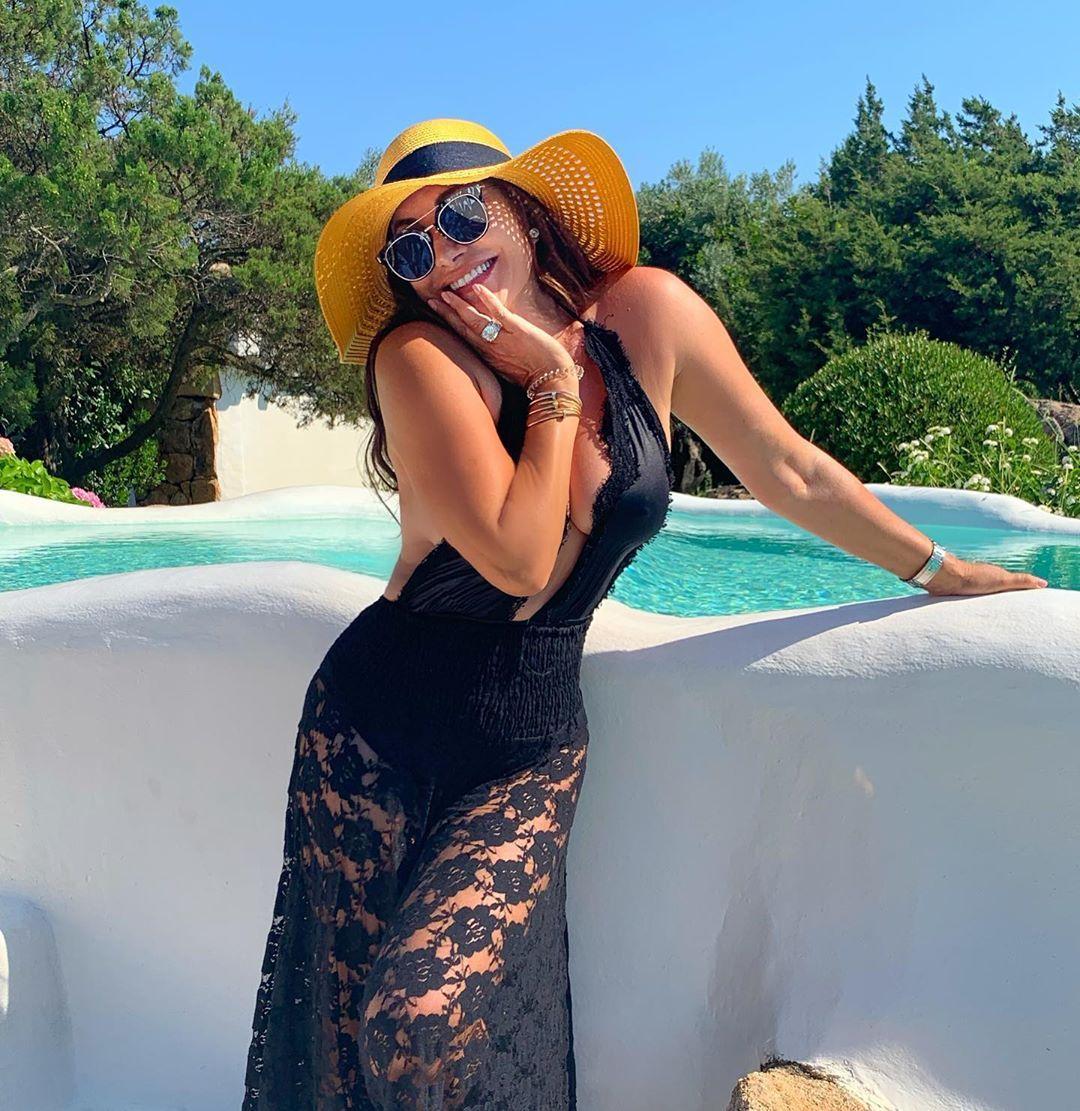 Дарина Павлова черна рокля