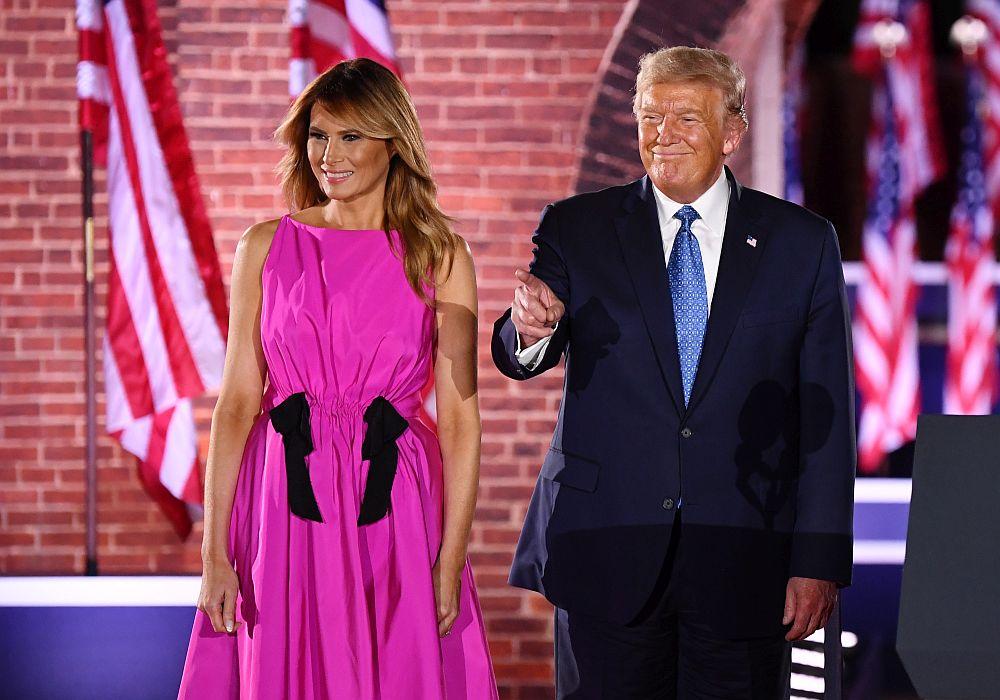 Мелания Тръмп цикламена рокля