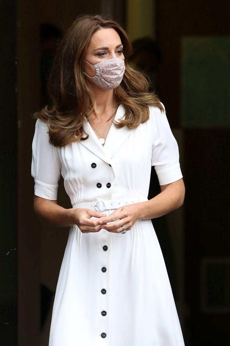 Кейт красива в бяло