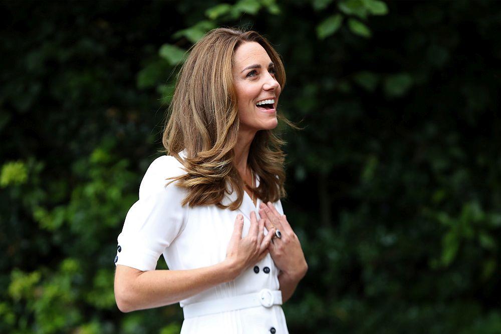 Кейт бяла рокля