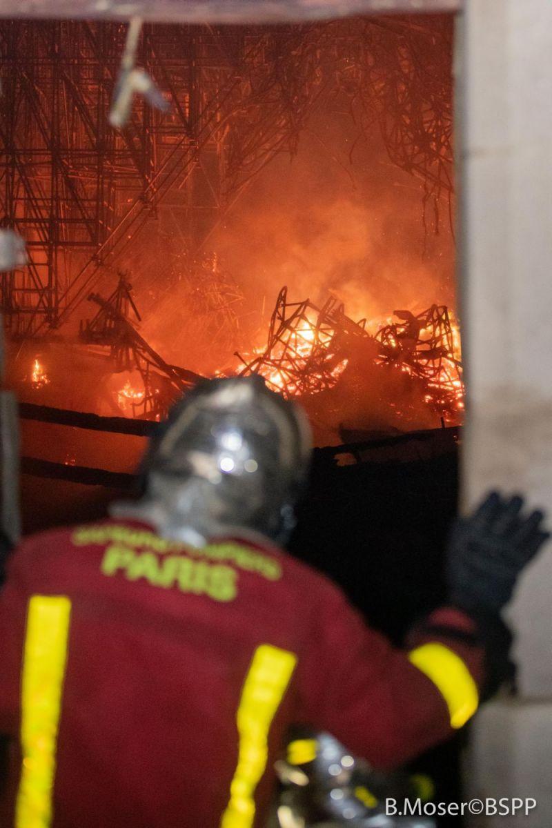 пожар в Нотр Дам