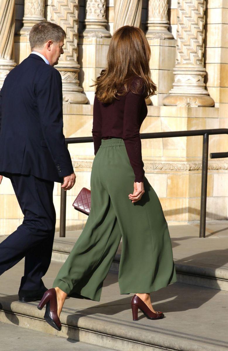 Кейт Мидълтън маслинен панталон
