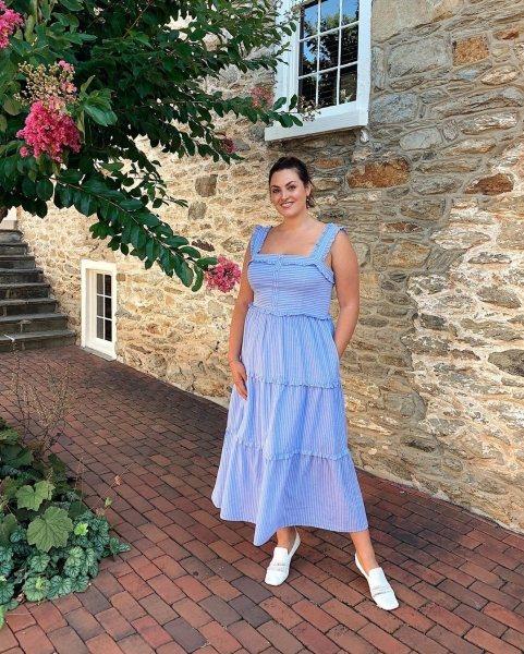 рокля с квадратно деколте