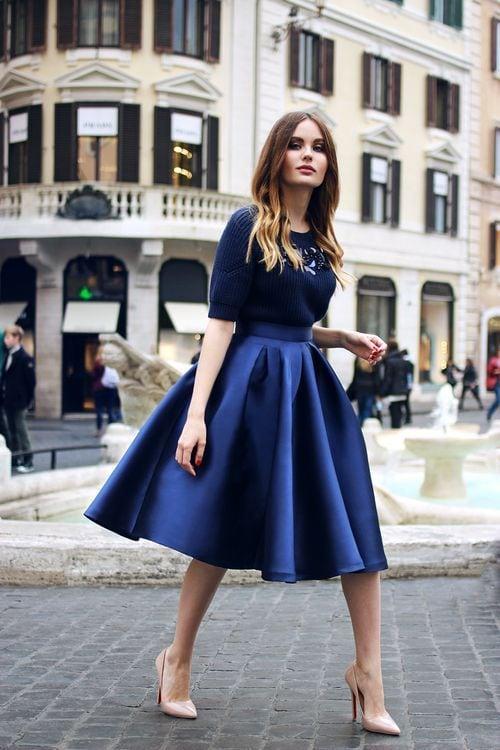 тъмносиня рокля