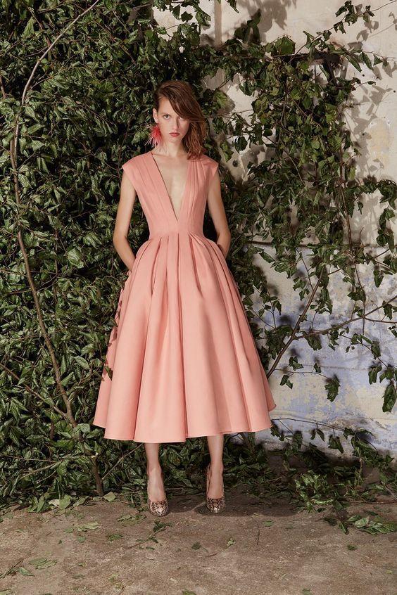 пепелно розова рокля