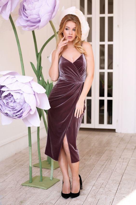 виолетова рокля