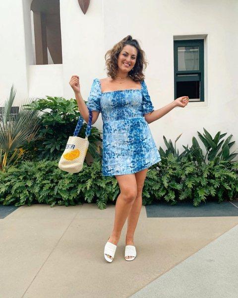 къса дънкова рокля