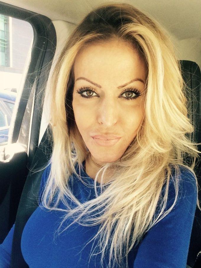 жена в кола