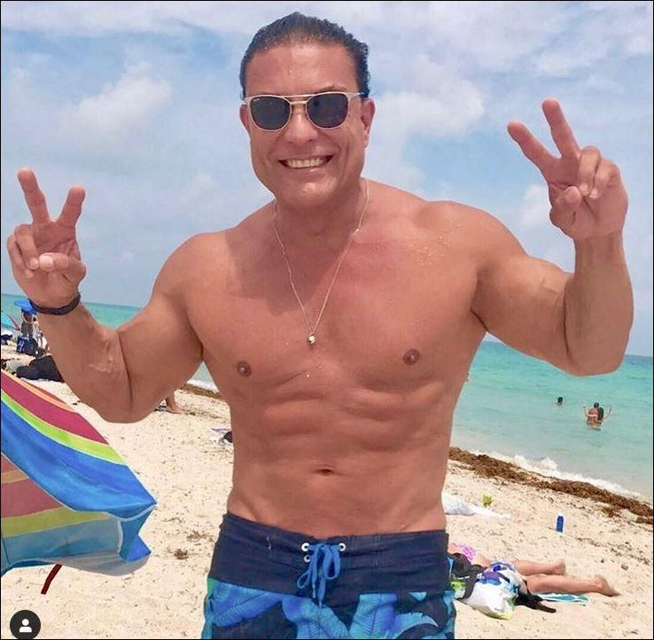 Освалдо Риос на плажа