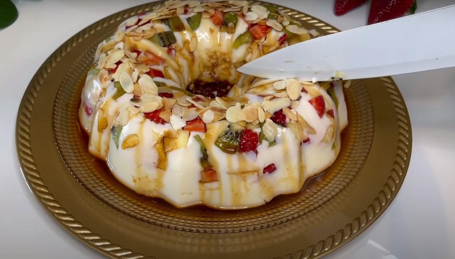 пудинг торта с плодове