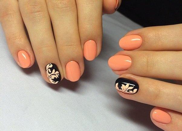 прасковени нокти с акцент