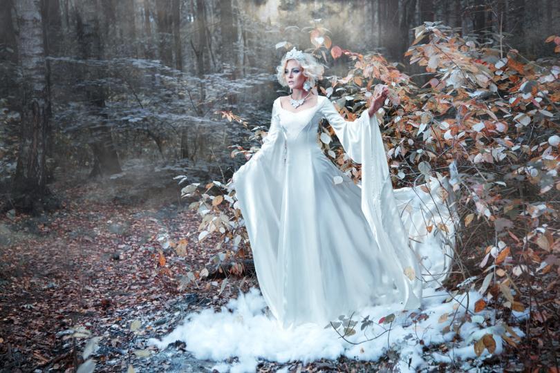 кралица в дълга рокля