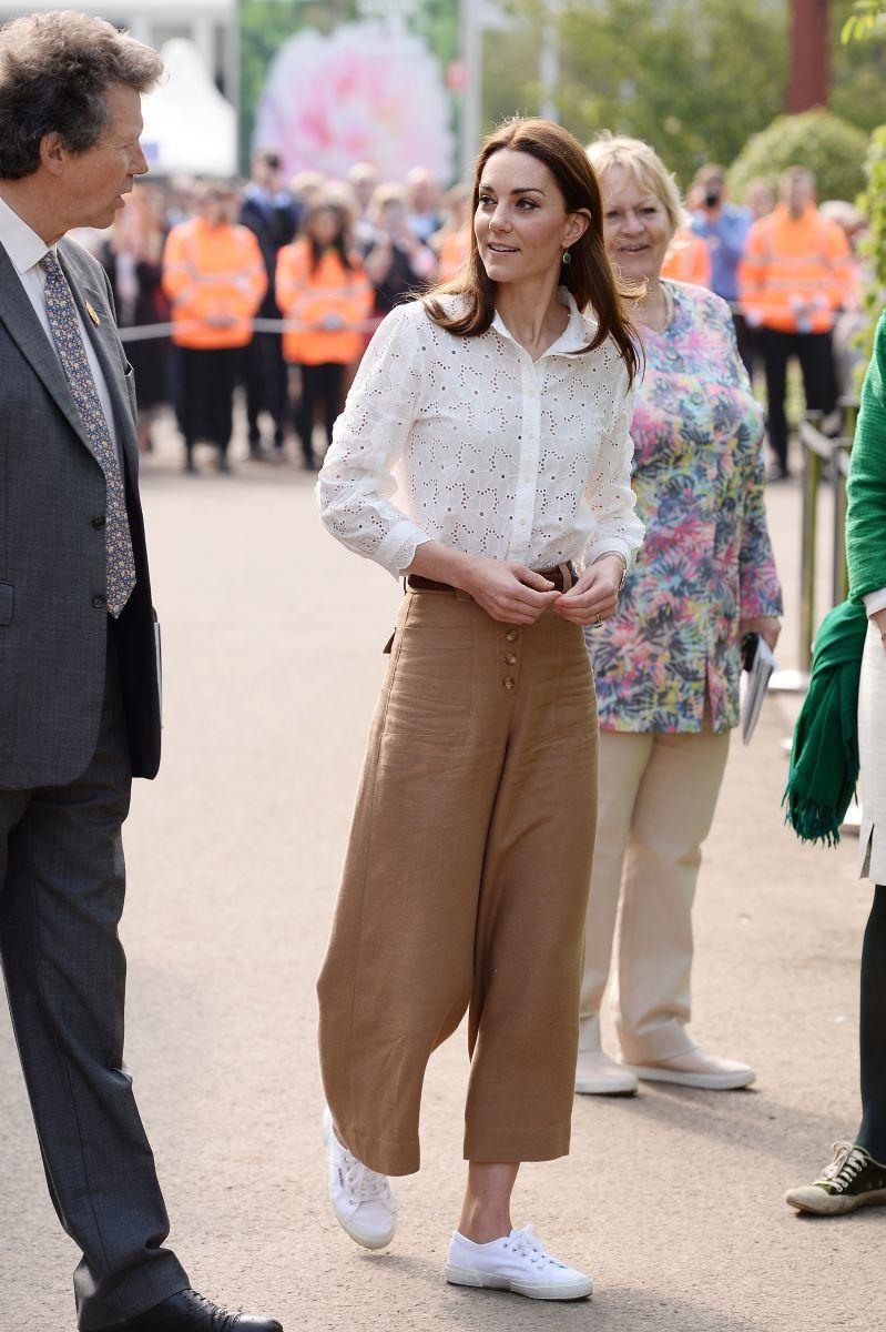Кейт в панталони