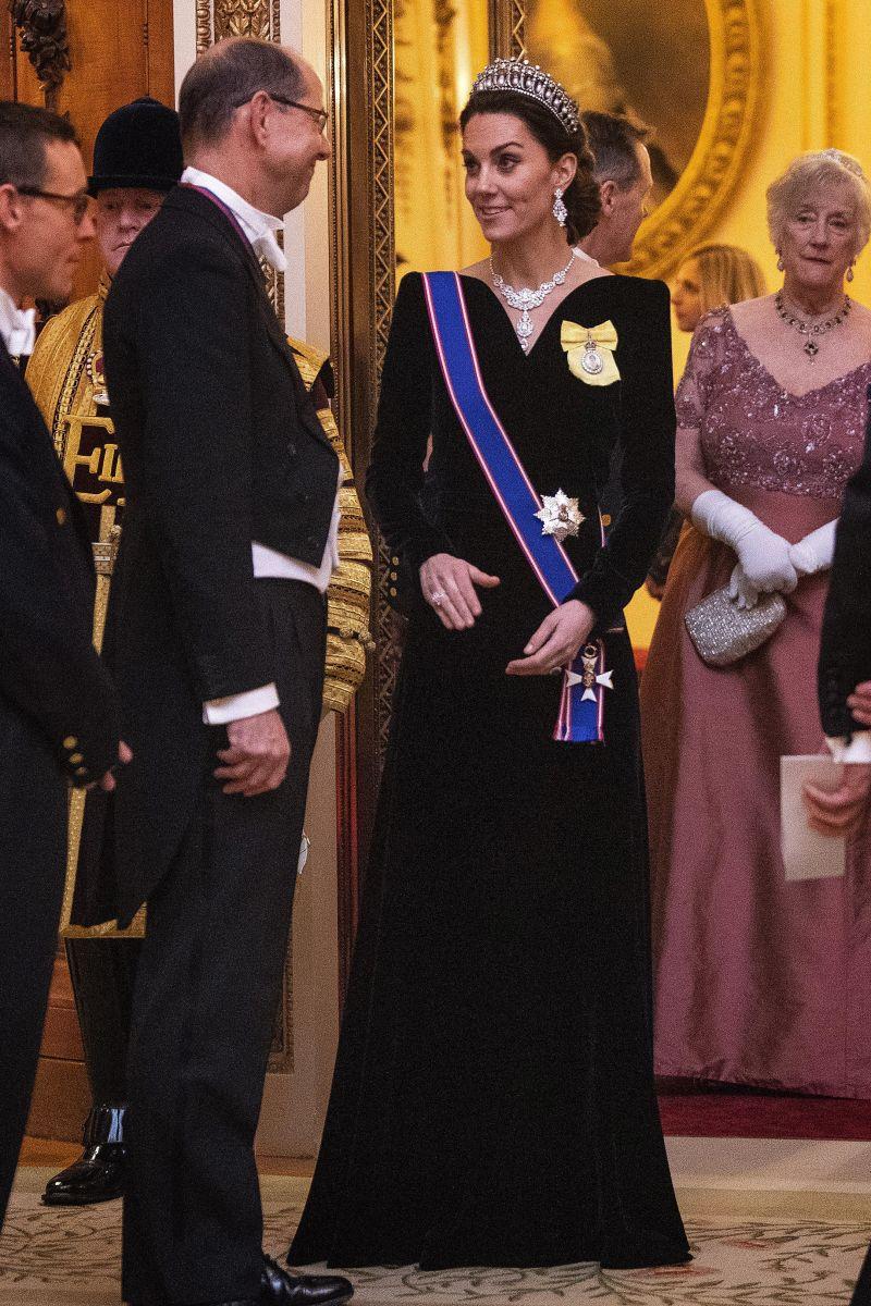Кейт синьо кадифе