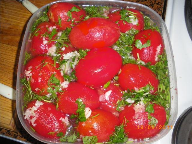 мариновани пълнени домати