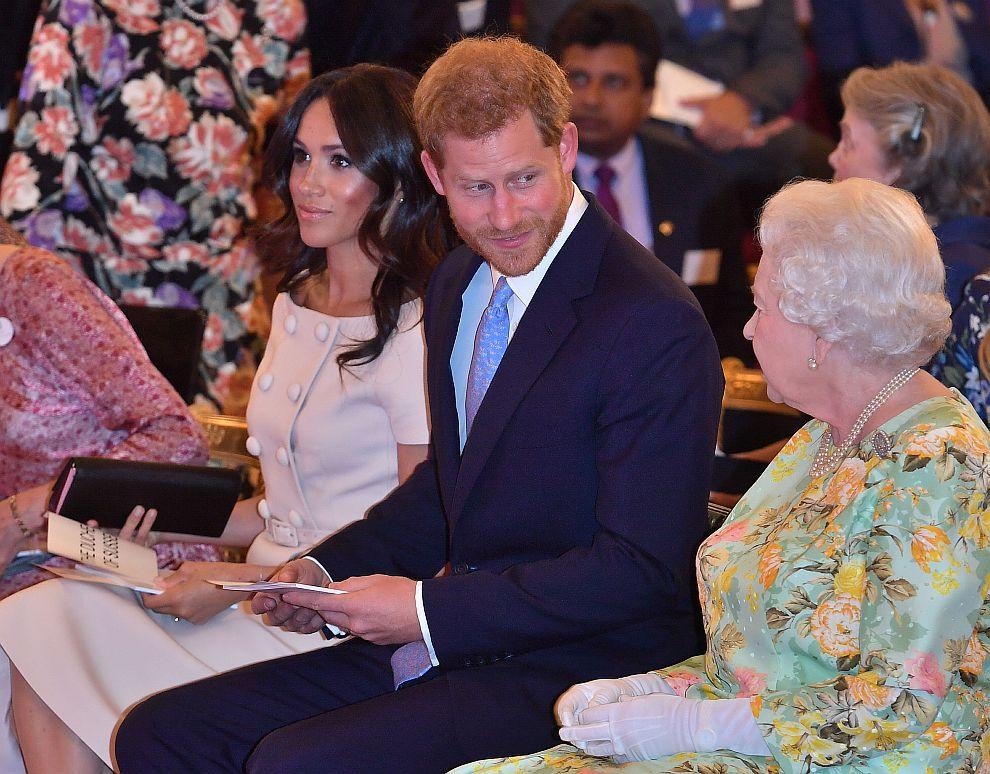 Меган и Хари с кралицата