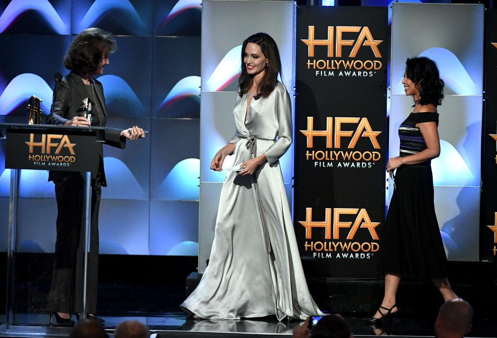 Анджелина Джоли с рокля