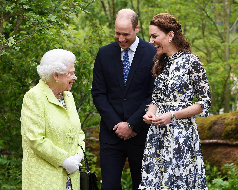 Кейт и Уилям с кралицата