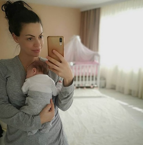 Славея Сиракова бебе