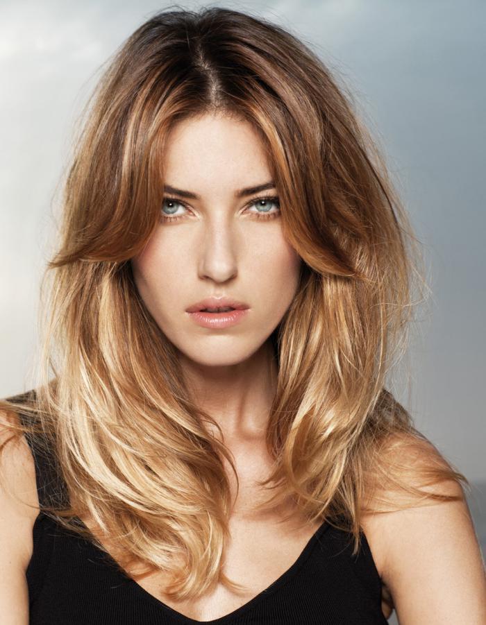 прическа дълга коса с дълъг бретон