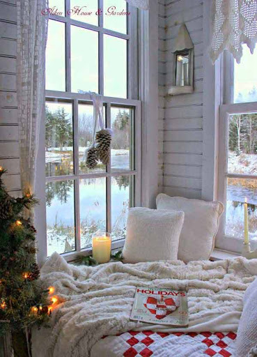 романтично кътче до прозореца