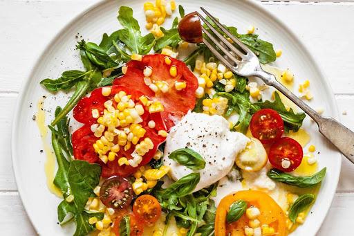салата с домати