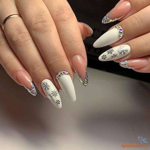 бял снежен френч