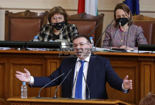 парламент министър Ангелов