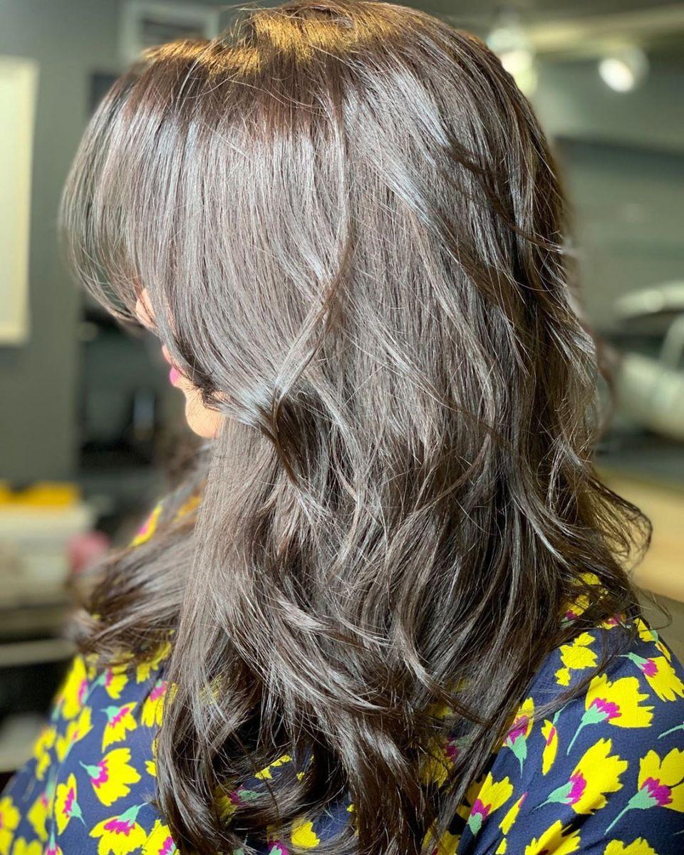 красиво оформена дълга коса