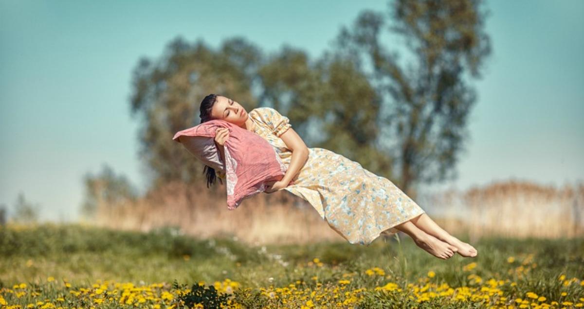 жена насред полето