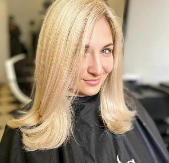 дълга права коса
