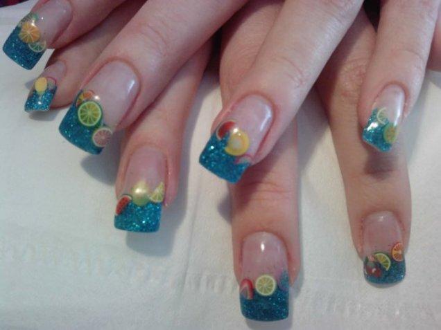 сини нокти с плодови елементи