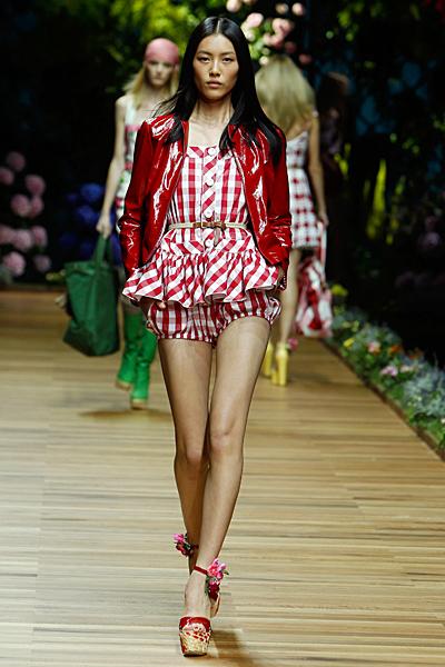 Dolce and Gabbana къси панталони и топ каре в червено